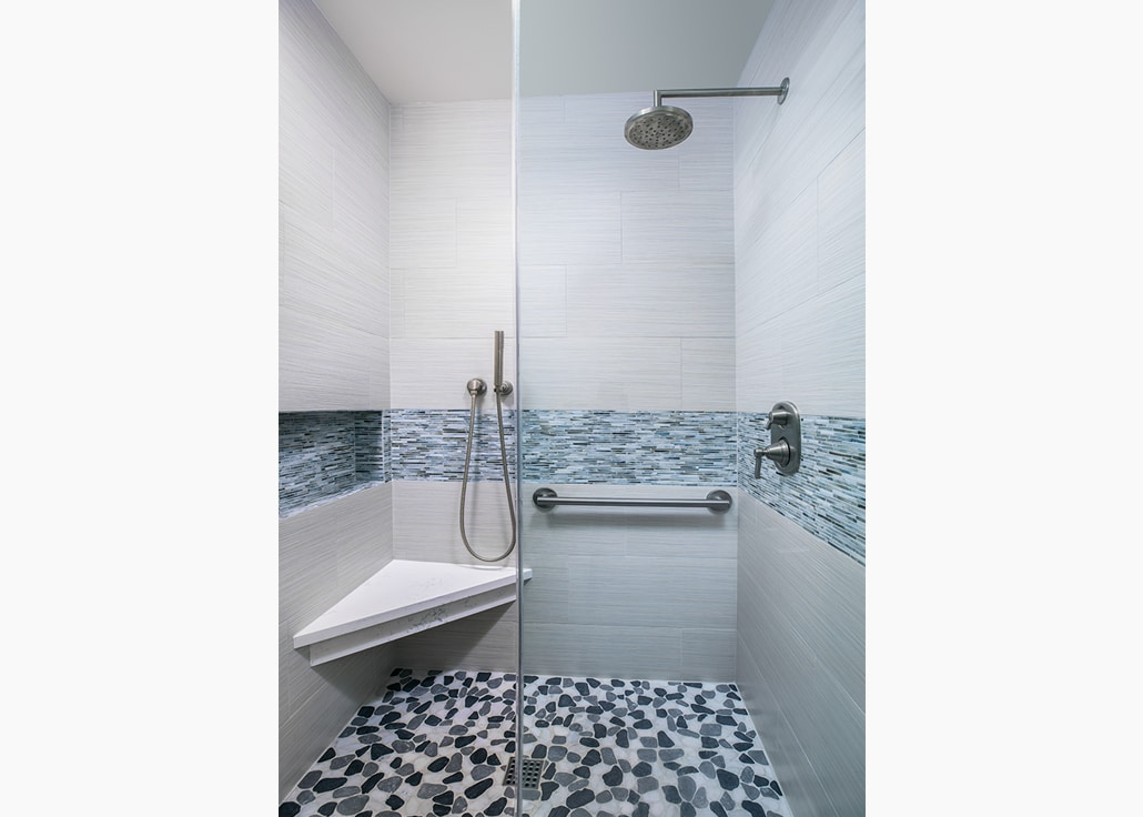 Lakewood contemporary bath